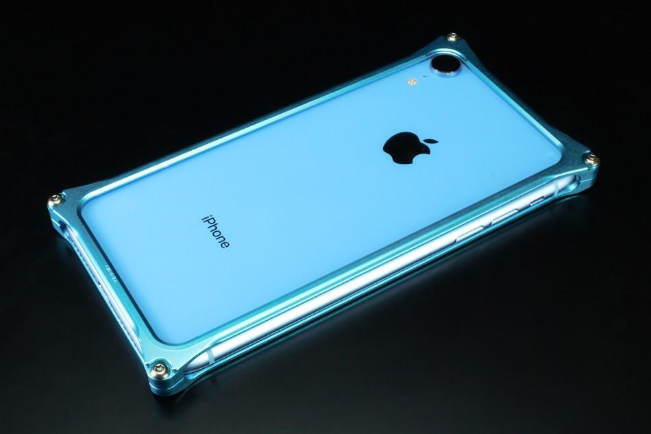 ジュラルミンから削り出したiPhone XR向け軽量・高剛性バンパーケース