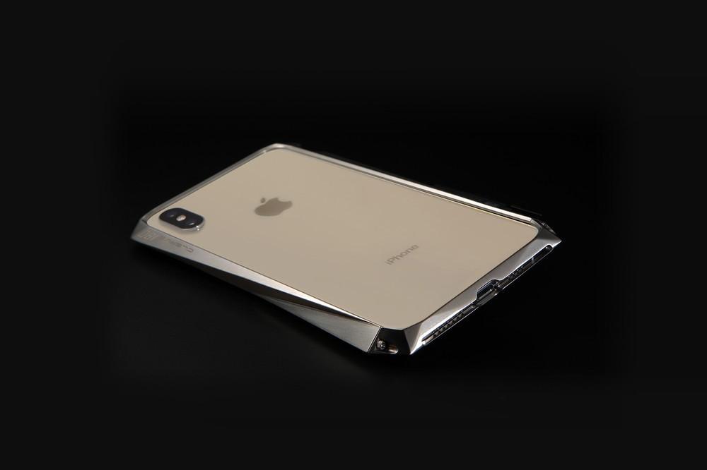 軽量&高強度のチタン合金素材 iPhone向けバンパーケース