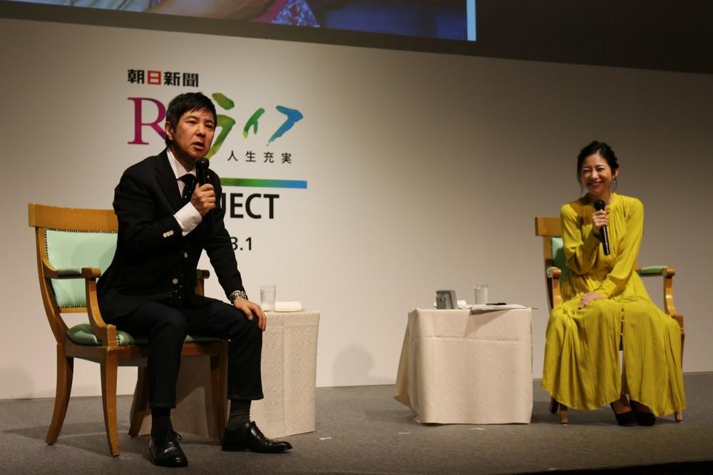 親子の思い出について語る関根勤さん(左)と娘の麻里さん
