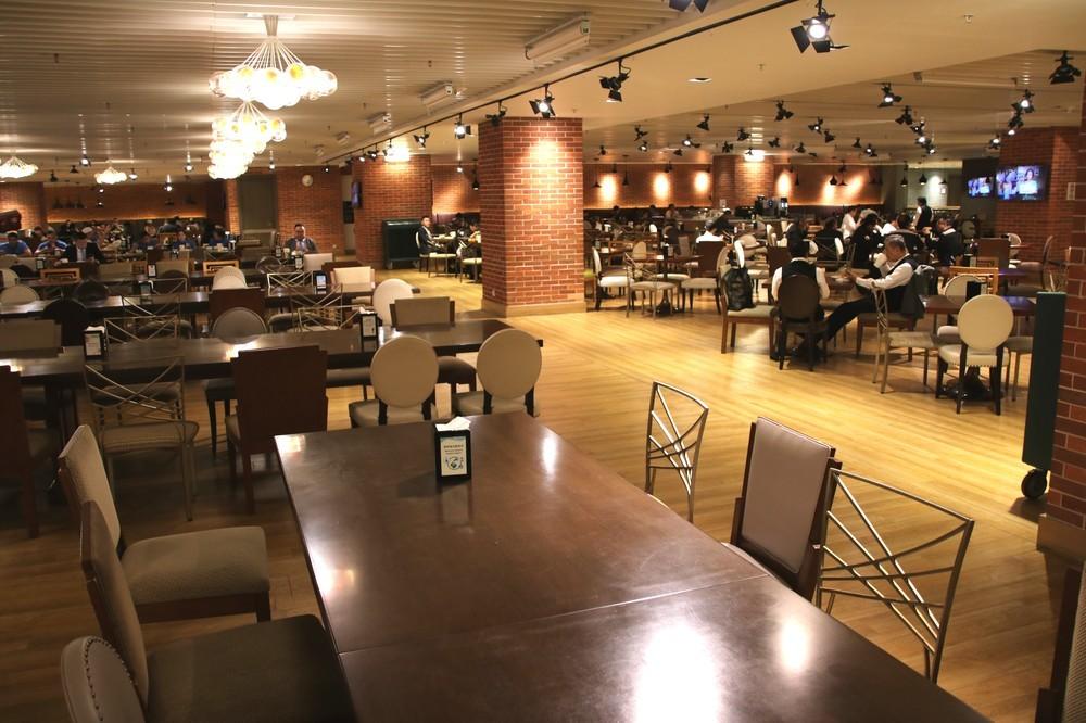 バックヤード施設「ハート・オブ・オフィス」の食堂「フード・スタジオ」