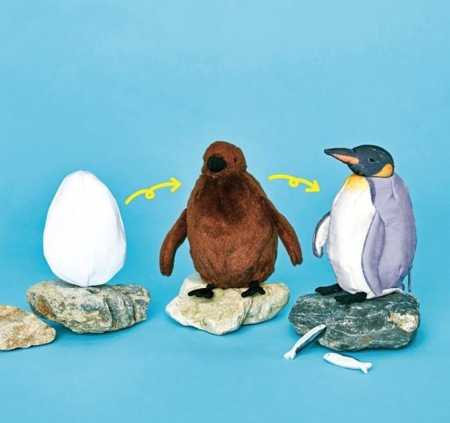 卵からひな鳥が飛び出し、さらに... 「オウサマペンギン3変化ぬいぐるみ」