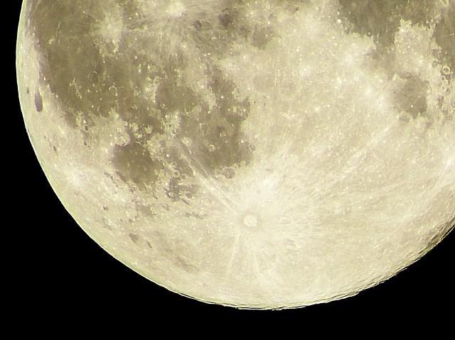 平成最後の満月「ピンクムーン」 美しいけれど「頭痛」「だるい」のはなぜ