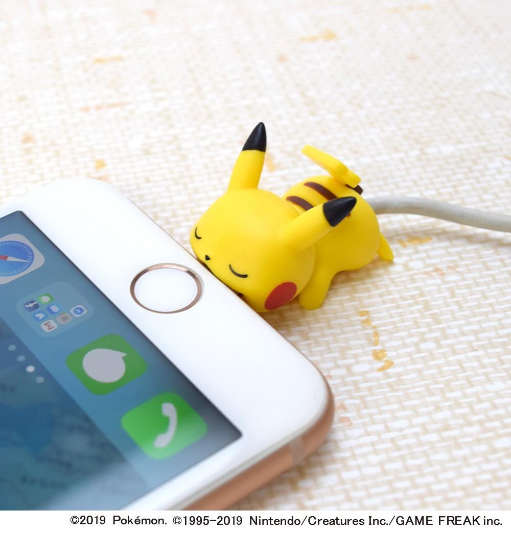 iPhoneにガブッと噛みつく姿がキュート ピカチュウ(メス)など2種