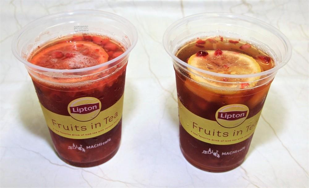 フルーツをつぶした左のカップは紅茶全体の赤みが増した