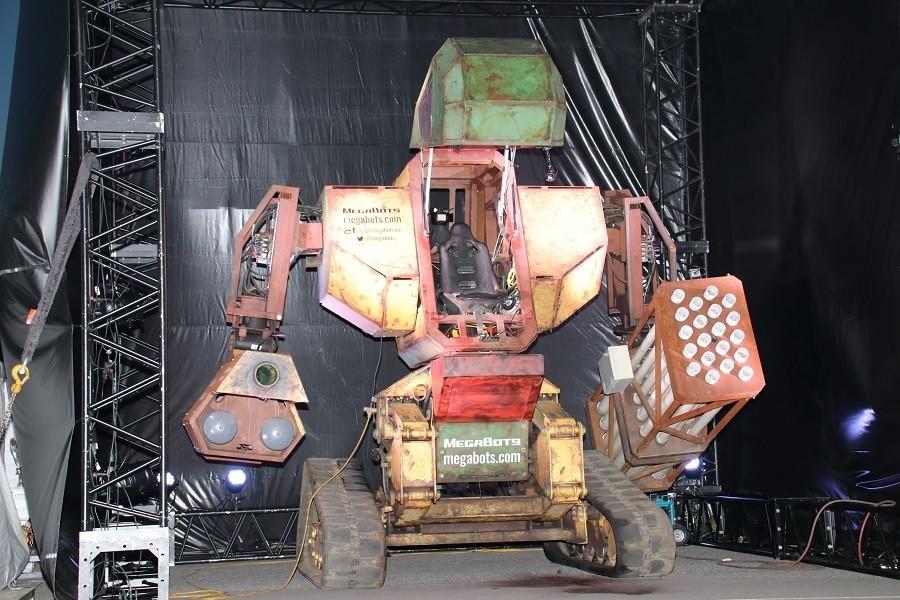 全長4.5メートルのロボットに乗る スポーツイベント「CHIMERA GAMES vol.7」前夜祭