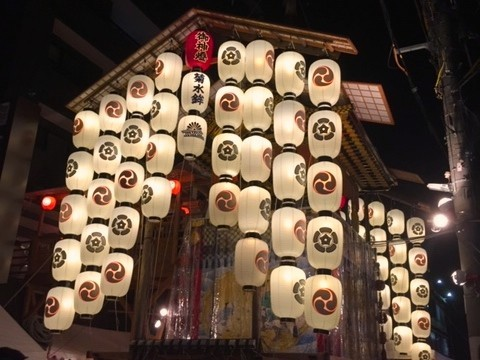 豪華な装飾の菊水鉾