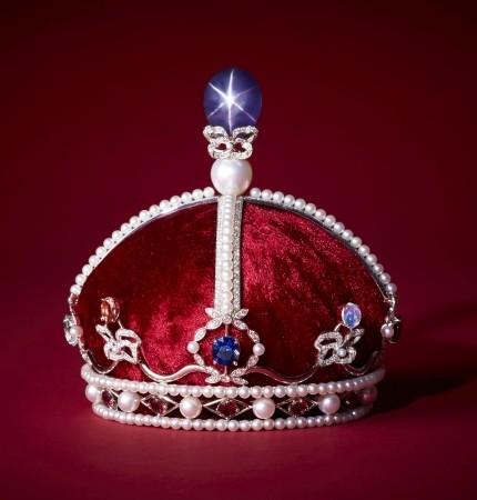 時価3億円「リボンの騎士」王冠 スターサファイアが星のように輝く
