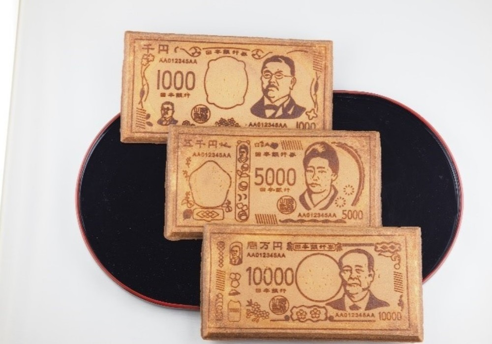 福沢諭吉と渋沢栄一が同時に登場 新札発行前にひと足早くせんべい・おかきに