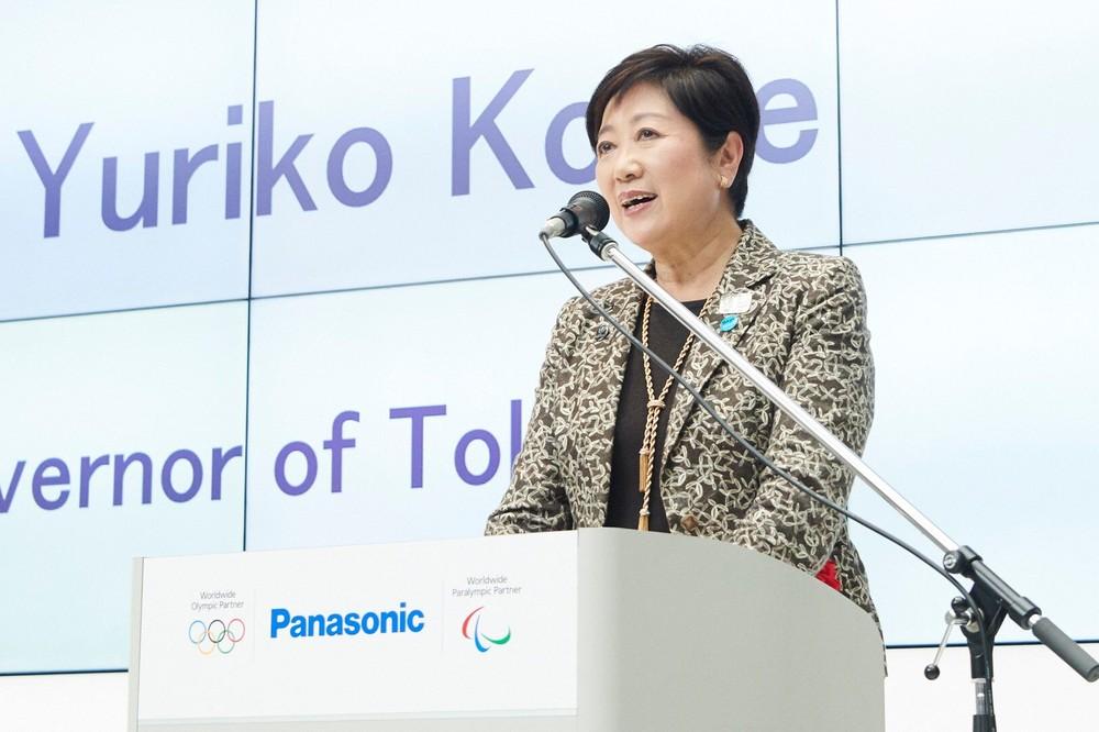 オープニングセレモニーでスピーチをする小池東京都知事