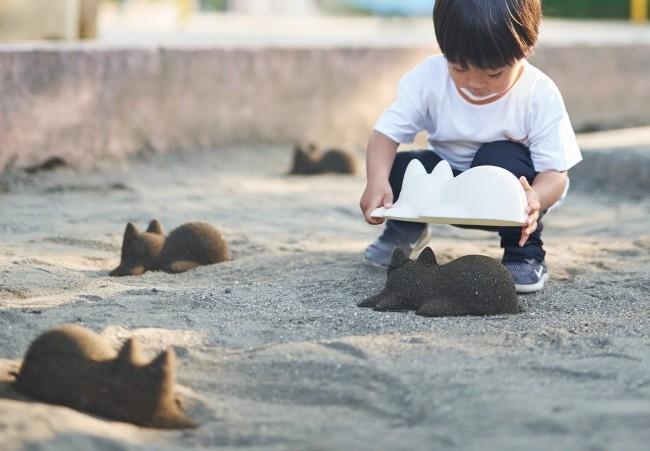 子どもから大人まで 砂のネコが無限に作れる「ネコカップ」