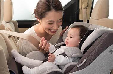着用しないと交通事故で致死率増加 チャイルドシートの選び方と装着方法を再点検