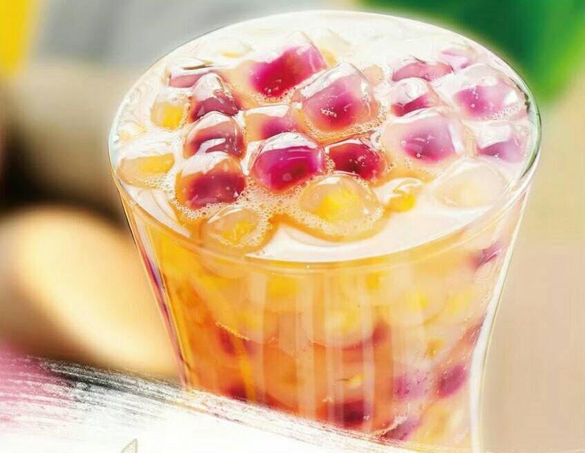 台湾祭で「日本初登場のタピオカ入りドリンク」 黄色と紫色の粒がみっちり