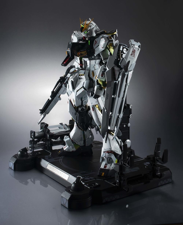 約2000パーツで構成 「RX-93νガンダム」完成品モデル