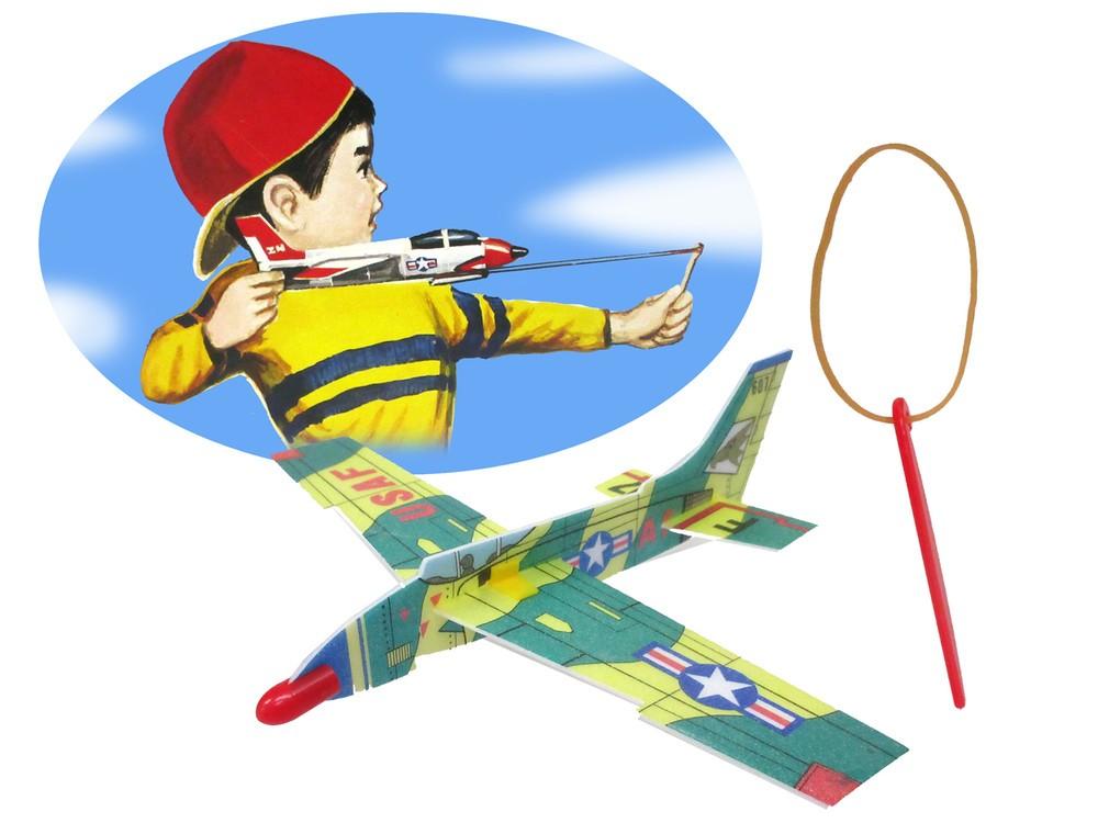 付属のシューターを使って飛ばす「ツバメ ソフトグライダー ゴムとばし付」