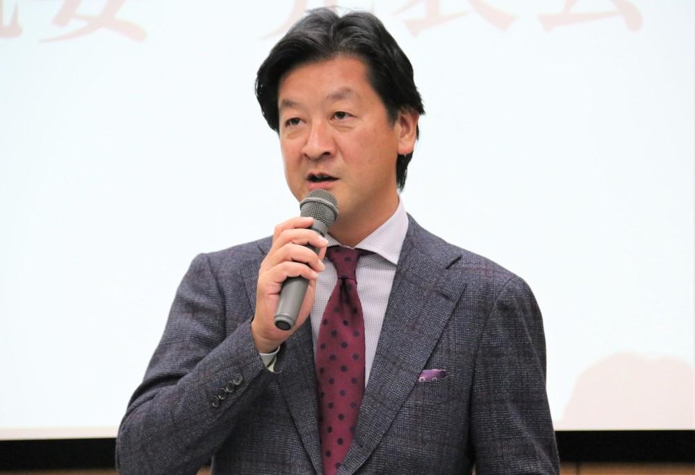 プロジェクトの概要について話す野間氏