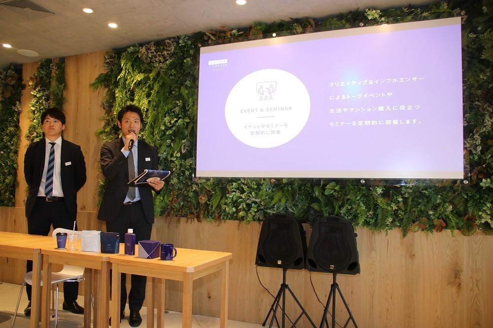 都市住宅本部の谷さんが「ギャラリークレヴィア新宿」のコンセプトを説明