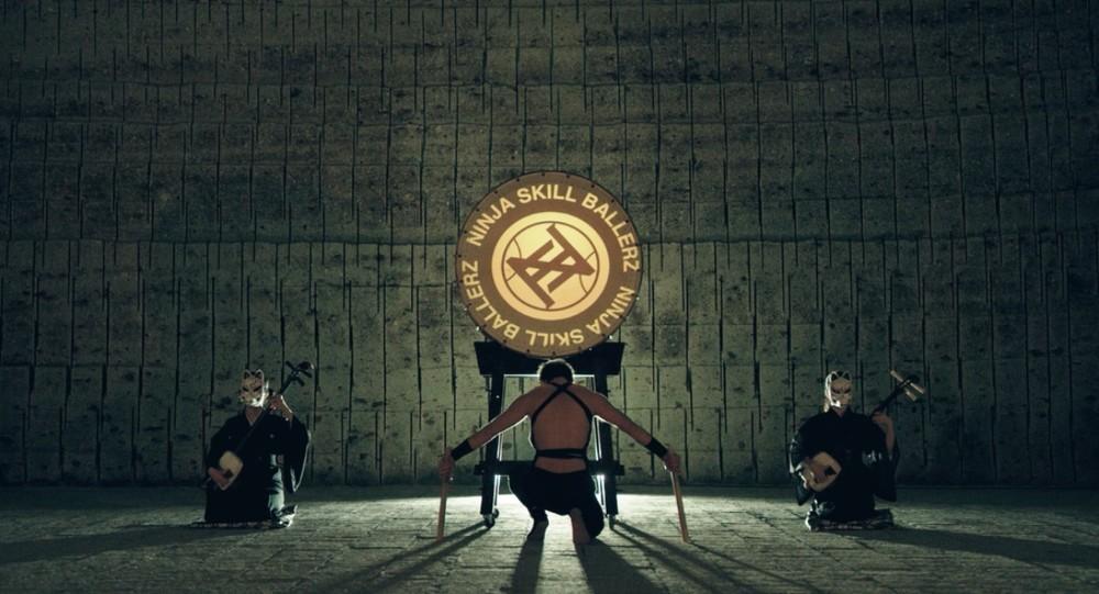 和太鼓、三味線とフリースタイルバスケが融合 スゴ技に目を奪われる「忍者集団」動画