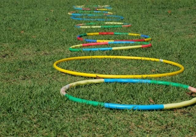 休校中の子どもが外で遊べない 公園で運動したら高齢者が注意、親もストレス
