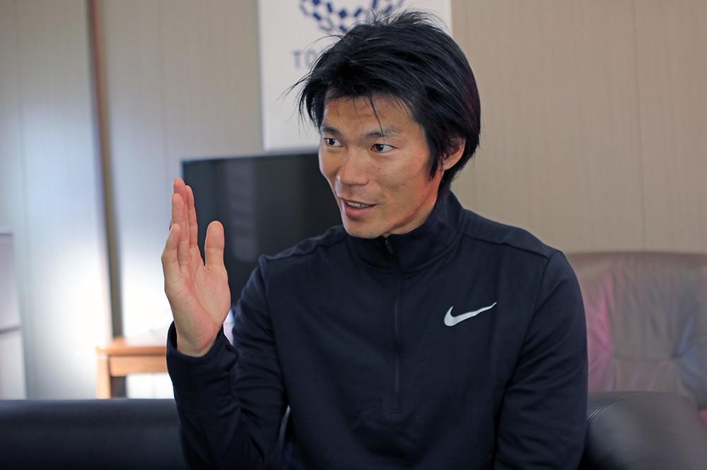 インタビューに丁寧に答える澤野選手