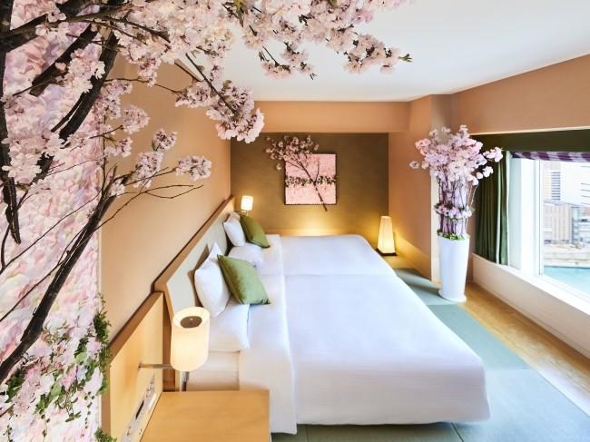 アートフラワーが天井まで伸びる 「桜スイートでお花見プラン」