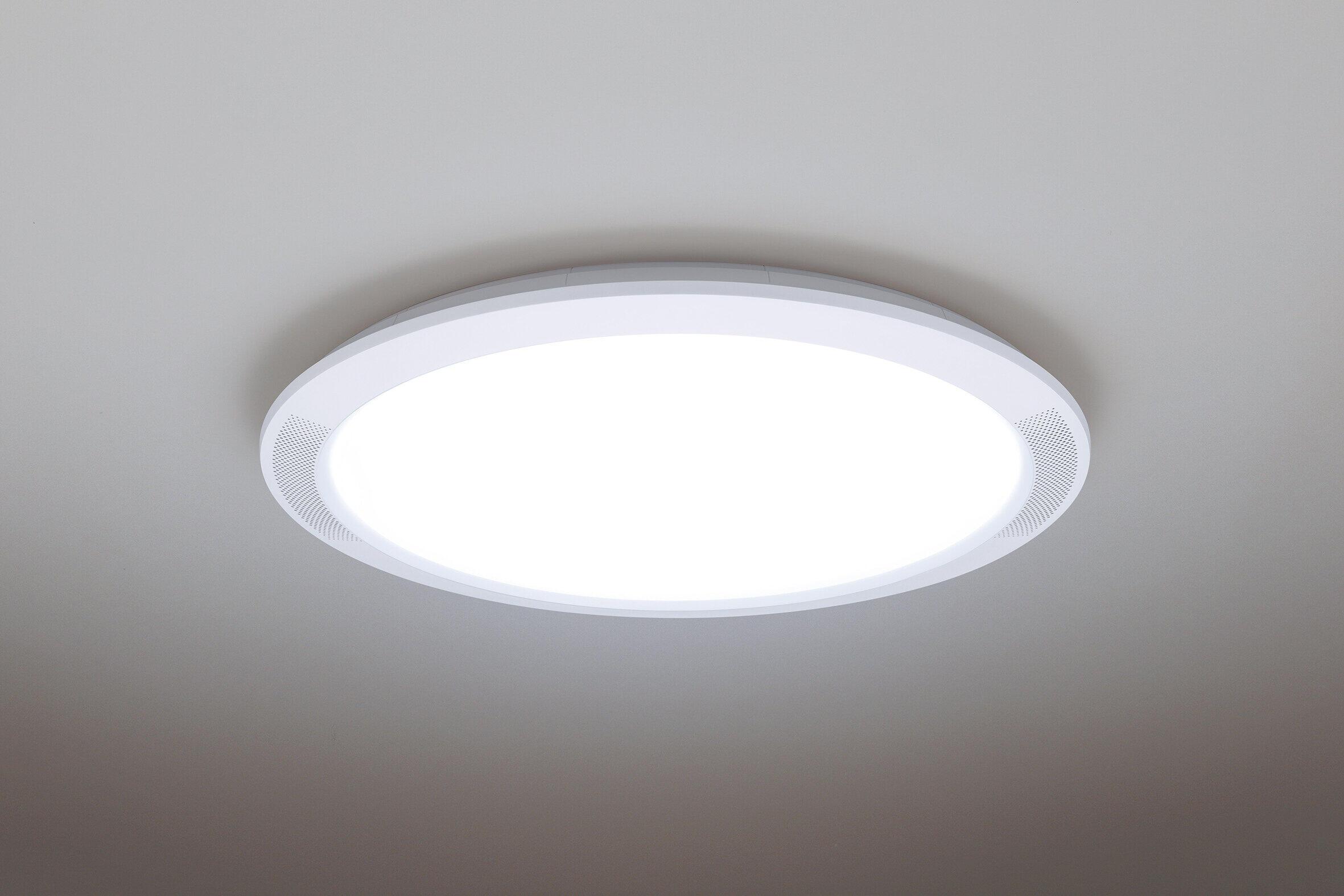 テレビやスマホの音が天井から降り注ぐ LEDシーリングライト