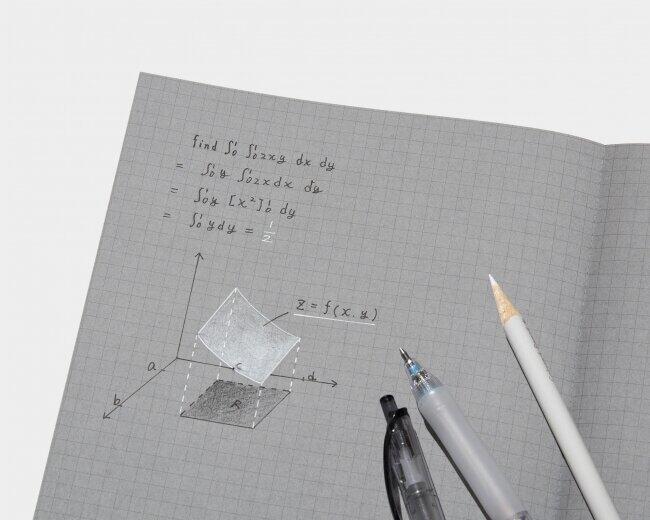 文字の明暗を使い分ける「白と黒で書くノート」