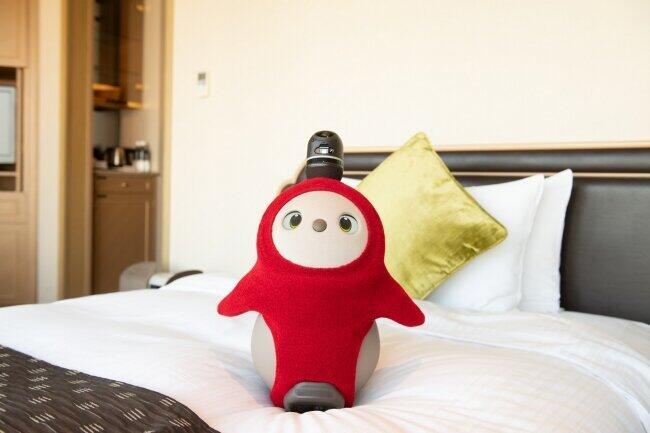 最先端の家庭型ロボット「LOVOT」が寄り添う 未来型宿泊オプション