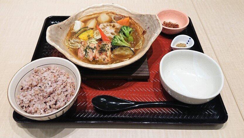 大戸屋「アツアツ」な夏の新メニュー たっぷり野菜とバジルチキンのスープカレーなど4種