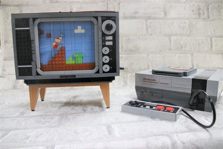 ファミコンにスーパーマリオ、ブラウン管テレビ レゴで再現、よみがえる80年代