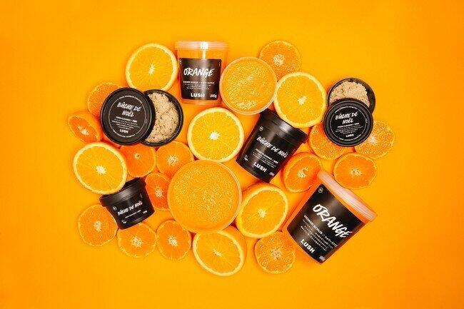 搾りたてのオレンジジュースを肌に