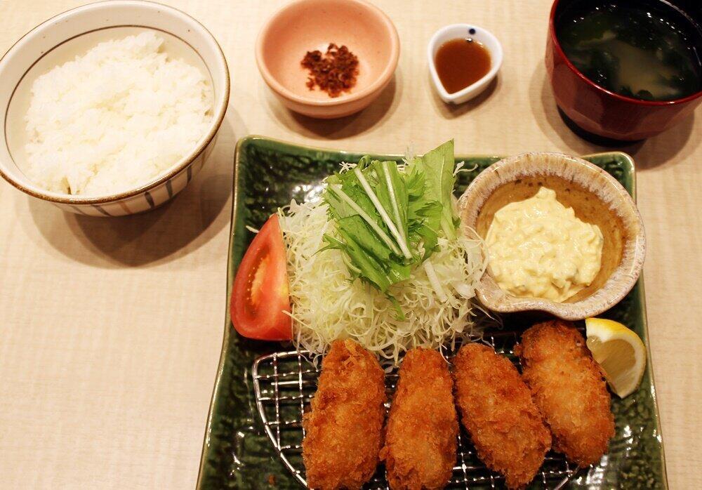 「広島産かきフライ定食」