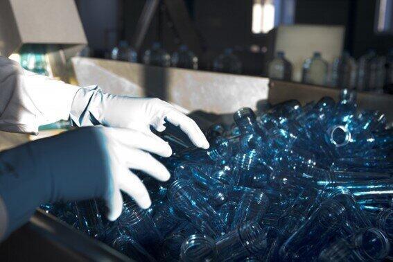 新型コロナはリサイクル業者も直撃 プラスチックにCD、資源回収量減の背景