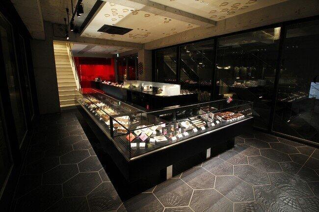 チョコレート、マカロン、ケーキなどを販売しているブティック(1階)