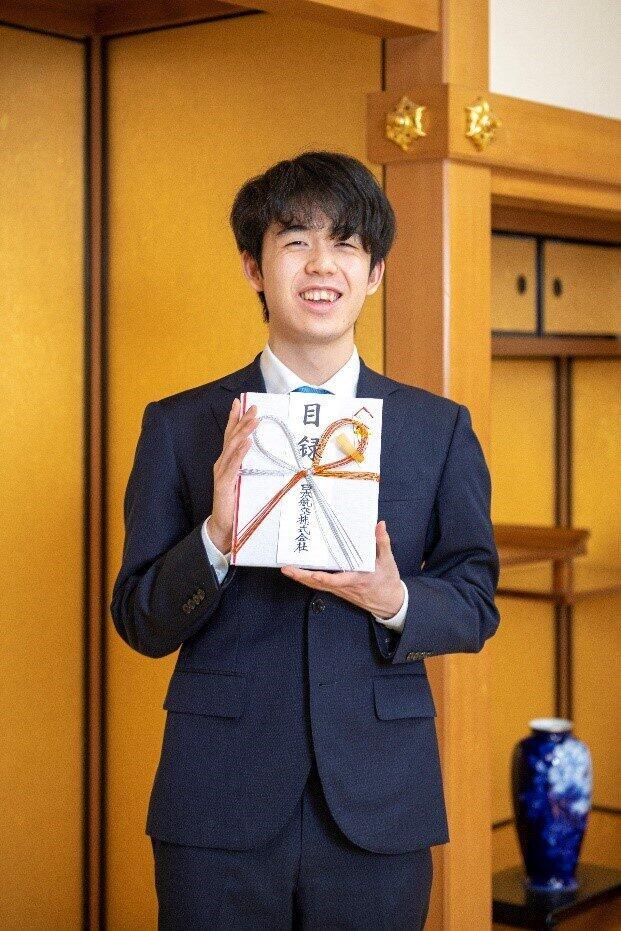 藤井聡太二冠が2020年最高のアスリートに 「Number MVP賞」を棋士として初受賞