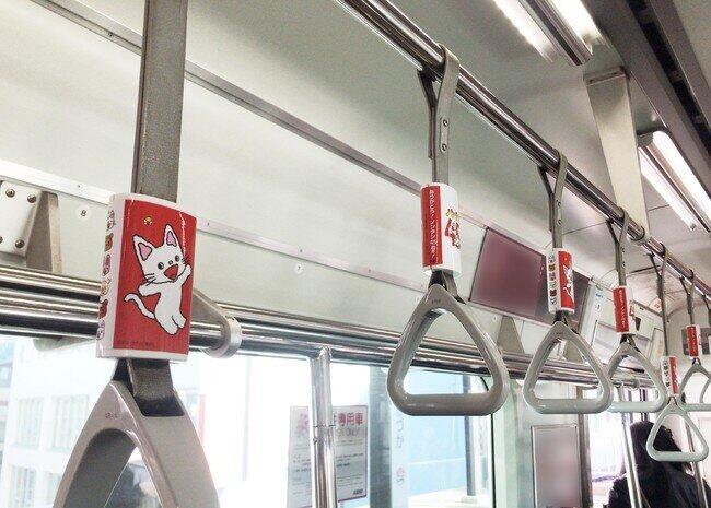 偕成社の大人気絵本「ノンタン」45周年 都営新宿線にノンタンの吊革が出現