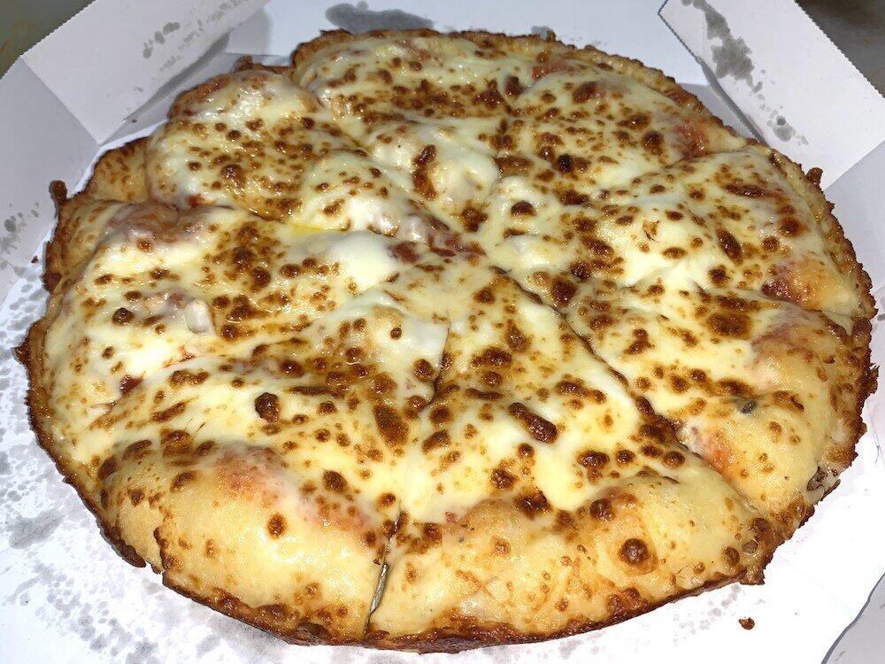 ドミノピザにチーズをこれでもかとトッピング 濃厚で風味豊か、味変もイケる