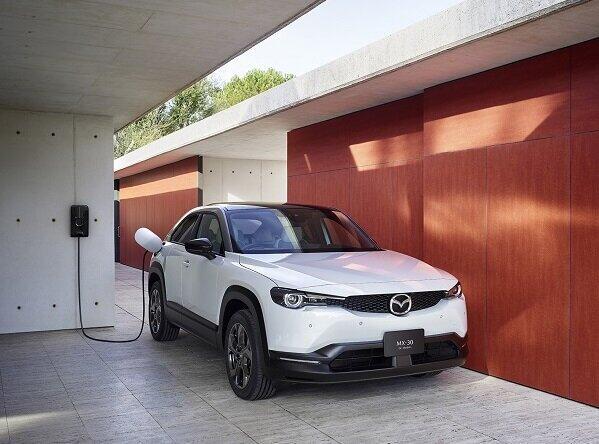 マツダ初の量産電気自動車 コントロールしやすい運転体験