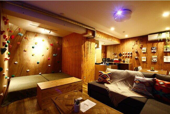 壁いっぱいにボルタリング、特別ルーム 浜松「365BASE outdoor hostel」が新設