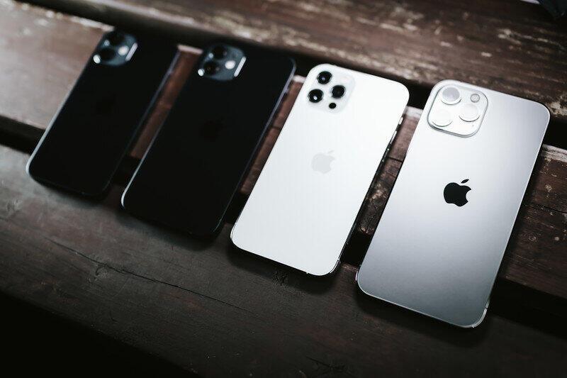最新機種も気になるが(画像はiPhone12シリーズ)