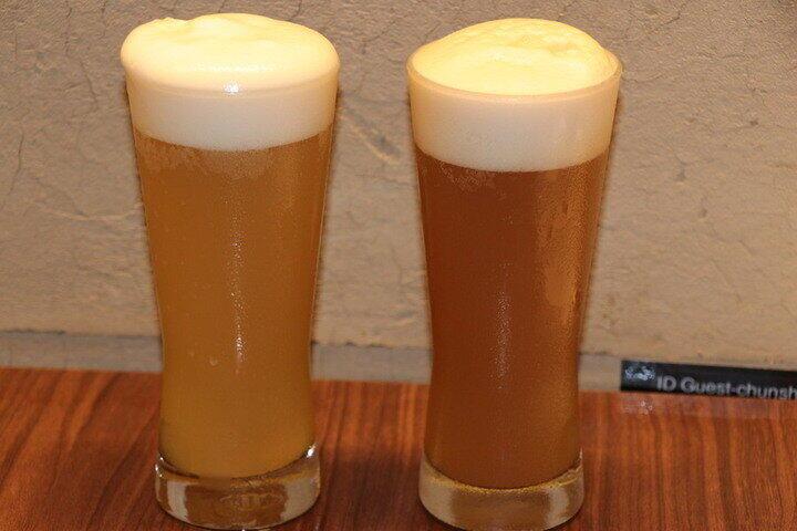 良い感じに注がれたティービール(左から「ジャスミンティービール」、「鉄観音ティービール」)