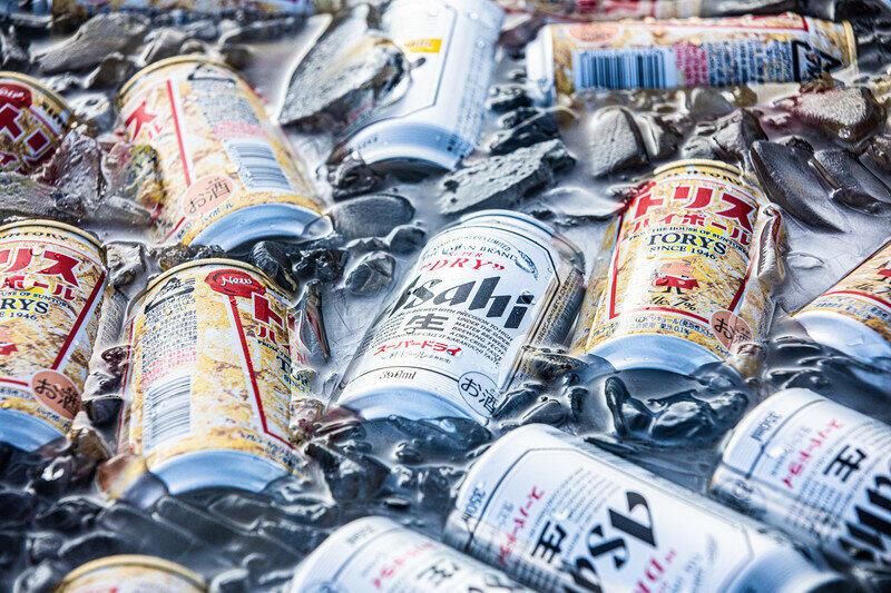 自宅でビールを飲む練習をしたときのイメージ(実際のシーンとは少し異なります)