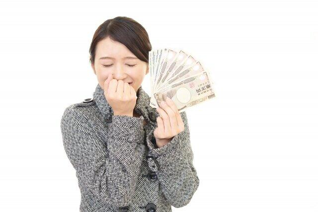 1万円札を財布にぎゅっと詰め込んで出発(イメージです。本当はもっと万札持っていました。ウソをつきました)