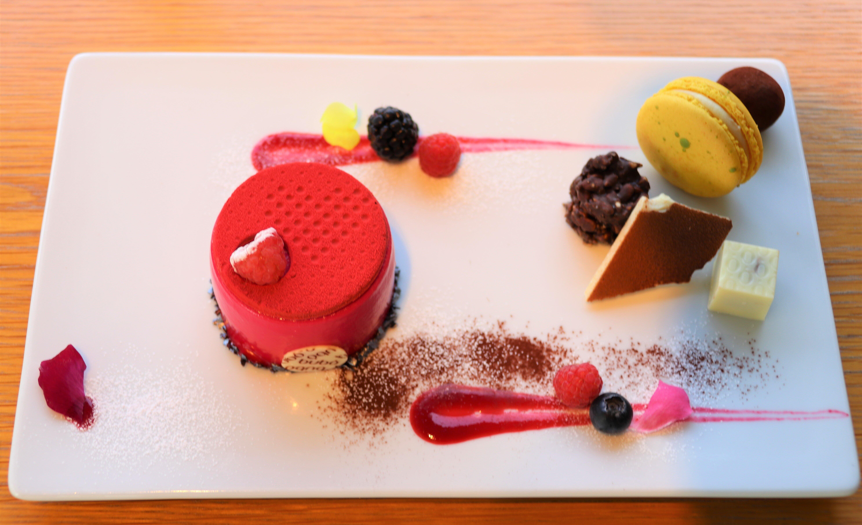 表参道「ブボ・バルセロナ」豪華ケーキプレート 本当は秘密にしたいおいしさです