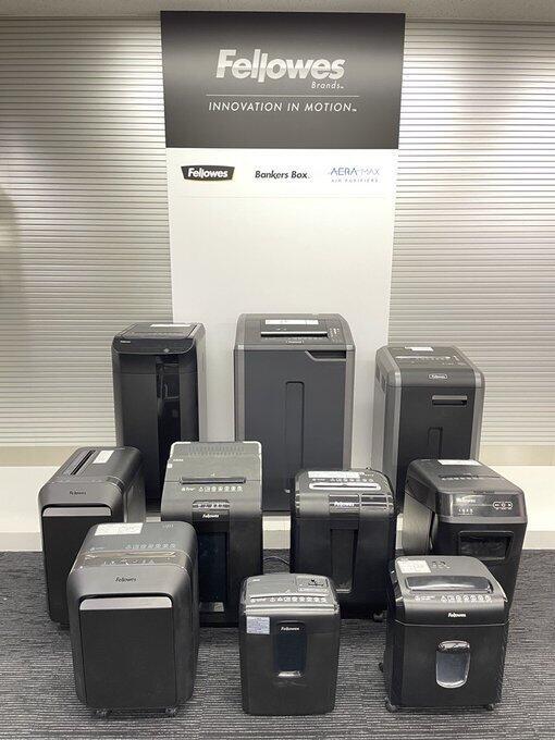 無数の黒いスーツケース...いや、シュレッダーだ!