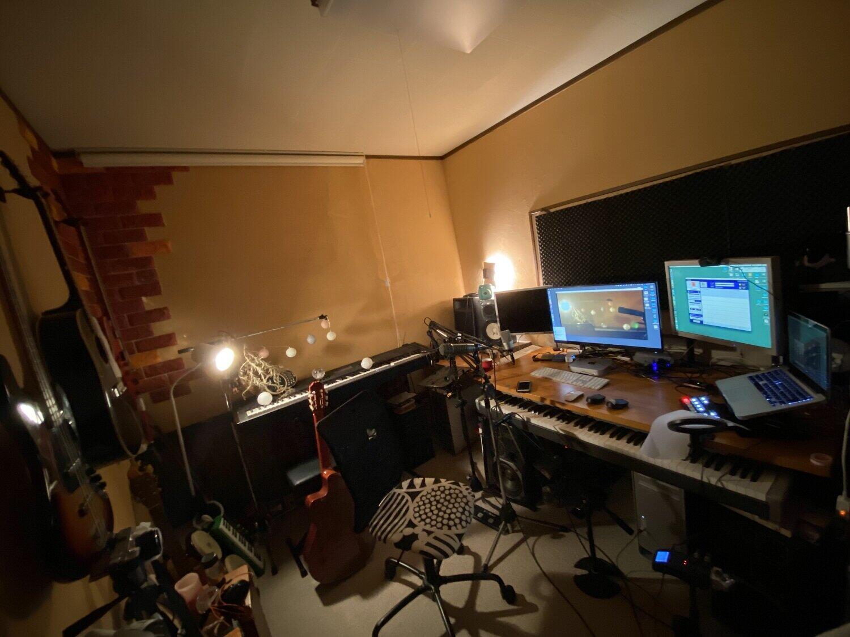 「配信研究部」メンバー・やもとなおこさんの自宅スタジオ