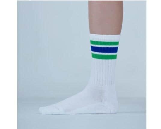 ファミリーマートの「靴下」大人気 若者にウケるポイントが詰まっていた