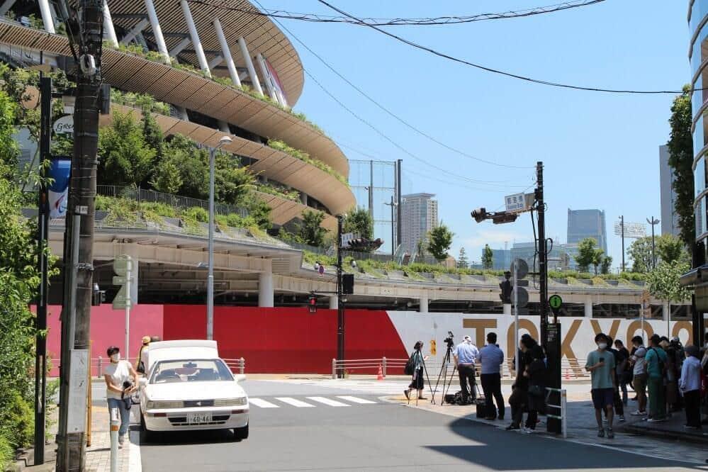 「東京・立ち入り禁止」 都心で、湾岸で、五輪会場は高い壁と警官だらけ