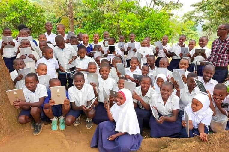 寄付した機器はアジア・アフリカを中心とした地域のICT教育促進に活用される