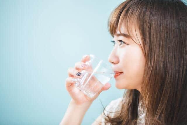 水分補給は「腸活」にも必須 「便秘解消」につながる水の飲み方を知ろう