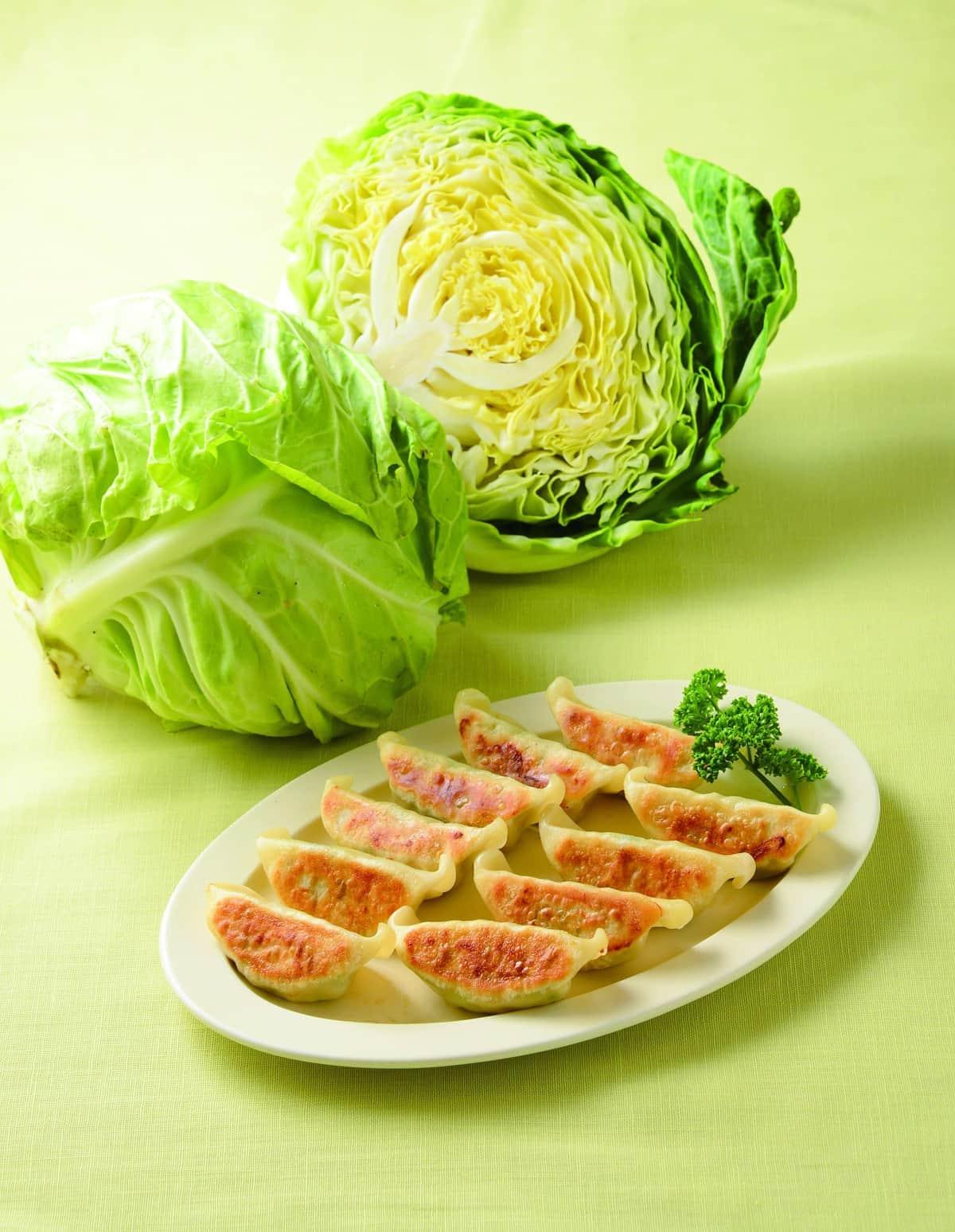「豊作だけど保存が難しい」葉物野菜を、冷凍餃子の具材に